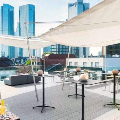 Rooftop Bar Frankfurt am Main - Rooftop Location für Sommerfest, Firmenfeier mit Barbecue und After-Work-Drinks.